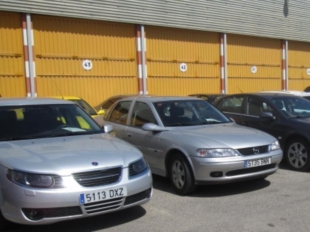 Los coches que saldrán a subasta.