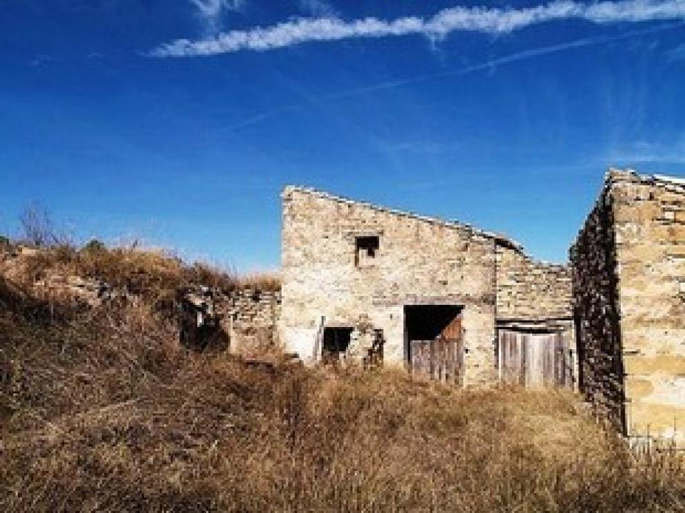 Una casa rural rodeada de fincas, en Teruel
