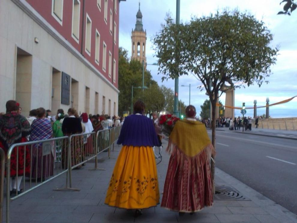 La fila de participantes subía por Echegaray hacia San Vicente de Paul.