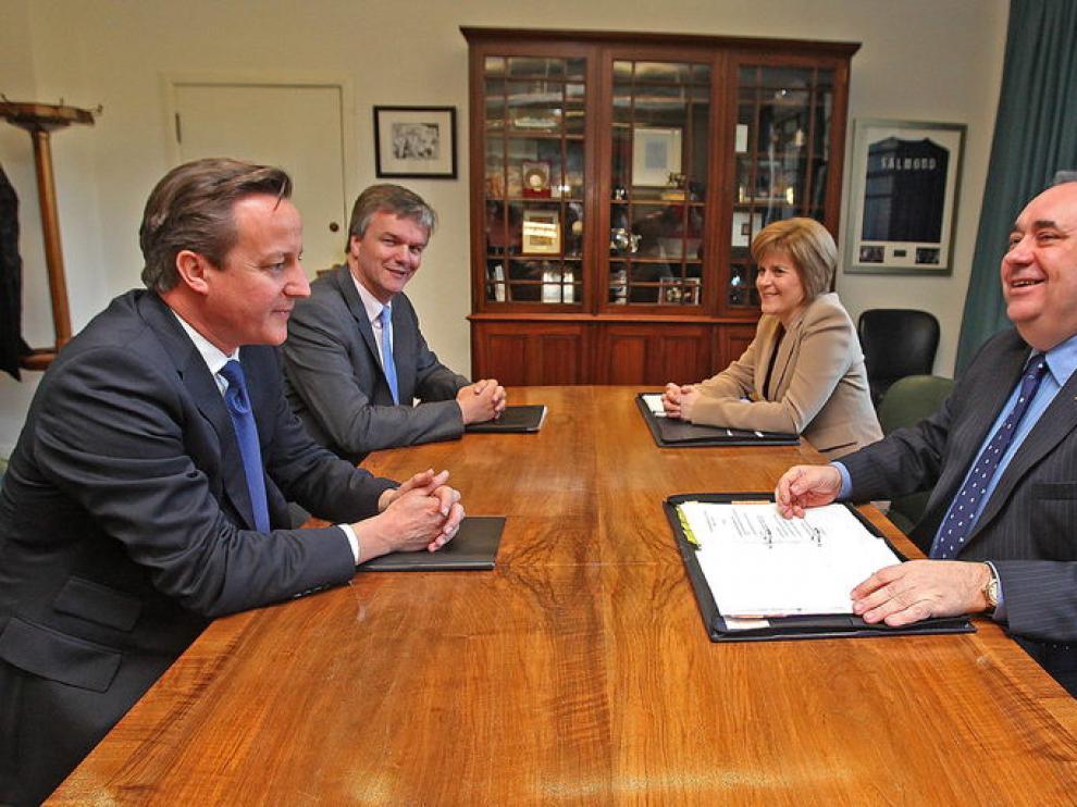 Los dos mandatarios tras la firma del acuerdo