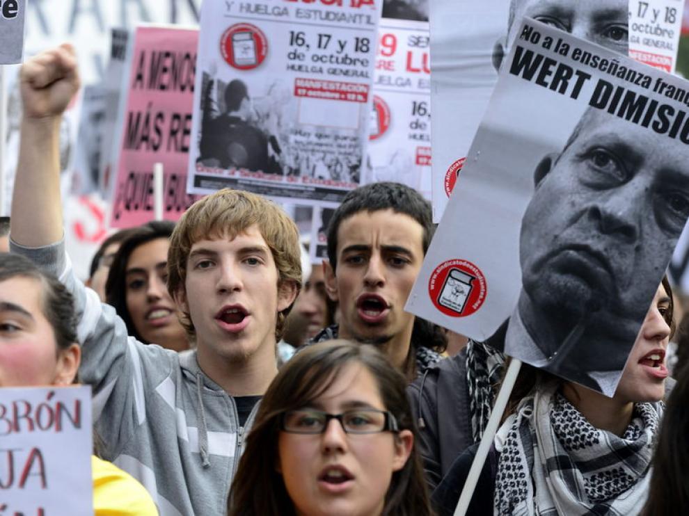 El ministro de Educación es protagonista de numerosas manifestaciones