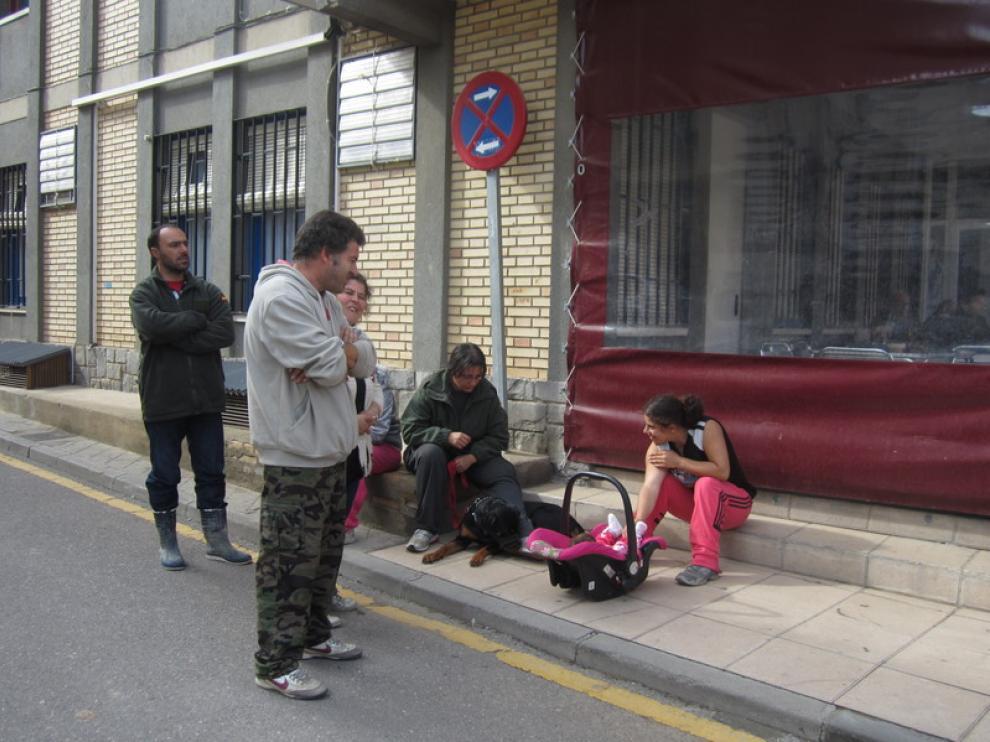 Familia desalojada en Peñaflor