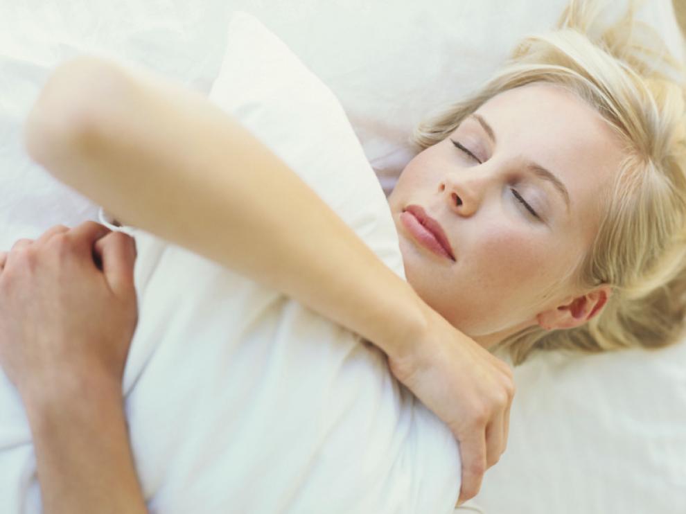 No hay un número fijo de horas de sueño, depende de la edad y de las necesidades del cuerpo