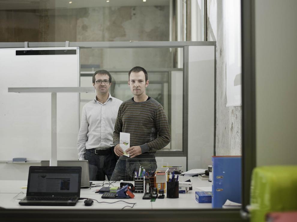 Los dos socios de Efiactiva, en su oficina