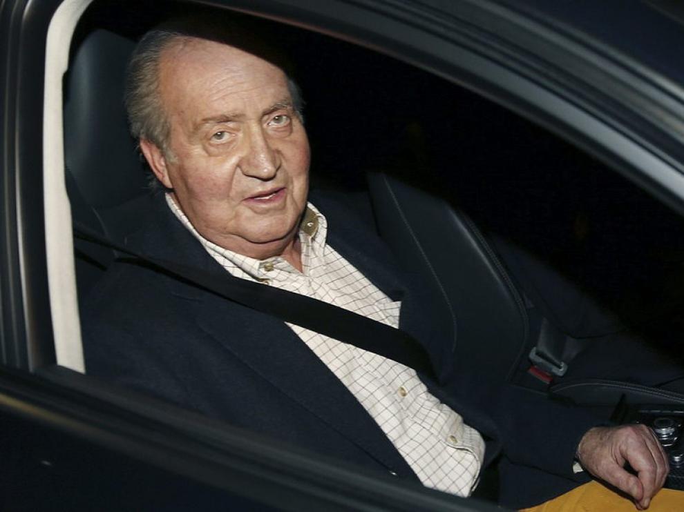 El rey Juan Carlos ingresa en el hospital para operarse de la cadera