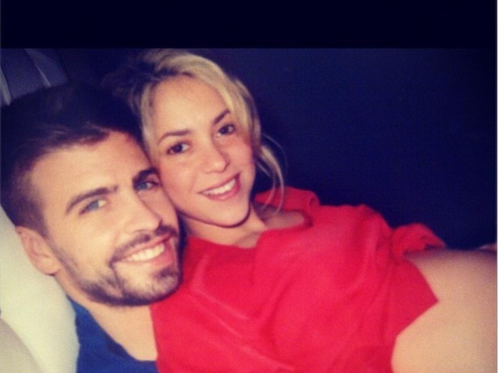 Hace semanas, Shakira colgó esta foto junto a Piqué en Twitter
