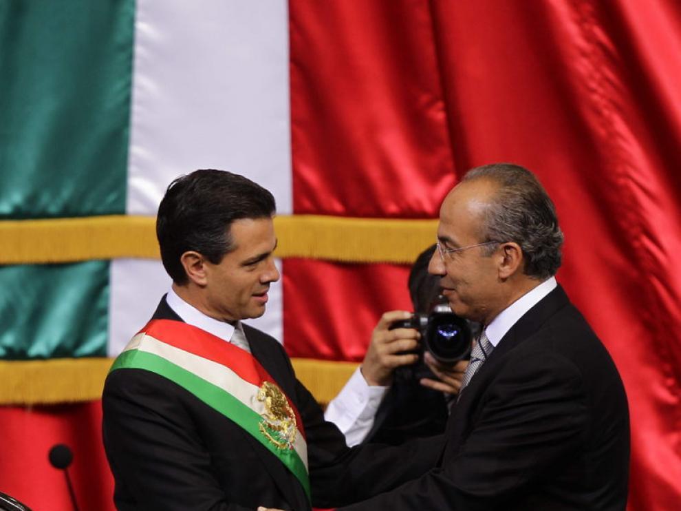 La ceremonia ha tenido lugar mientras ciudadanos mexicanos se manifestaban en el exterior del Congreso