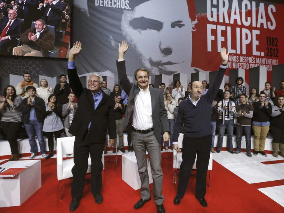González, Zapatero y Rubalcaba, durante el acto