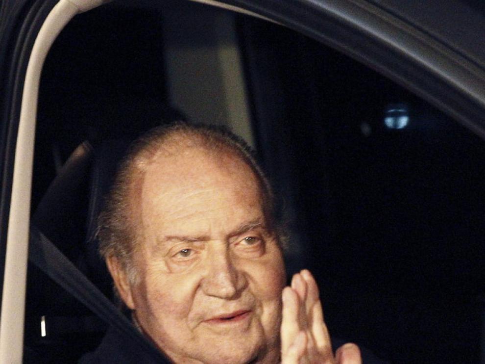 Foto de archivo del Rey en uno de los coches oficiales