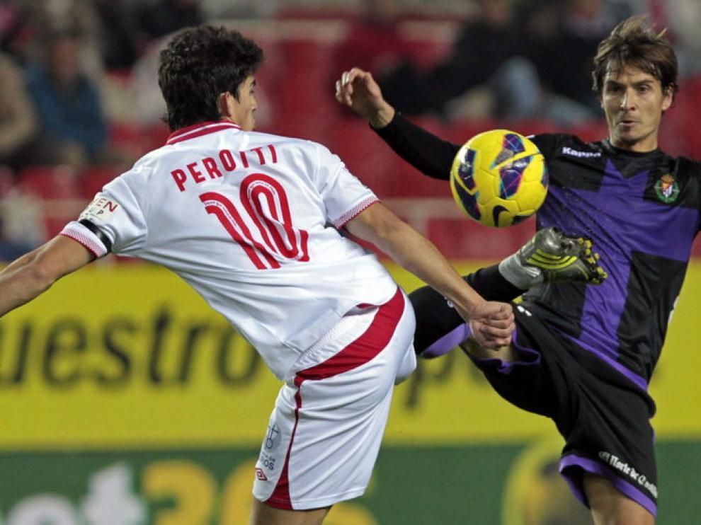 Perotti, durante la disputa de un partido con el Sevilla.
