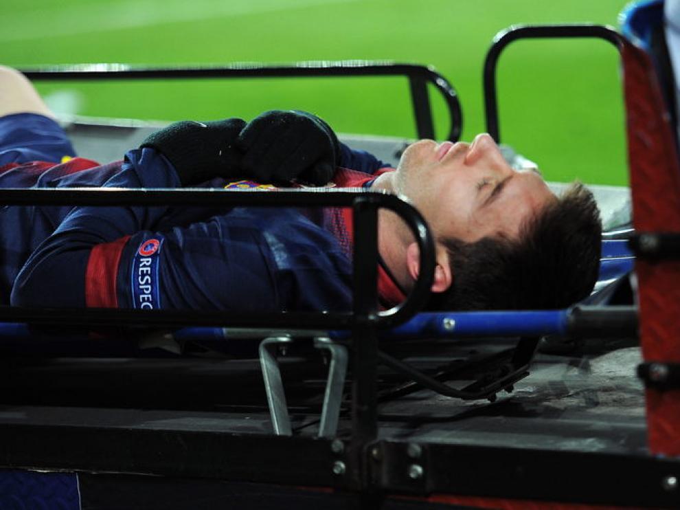 Messi sale en camilla del terreno de juego el pasado miércoles