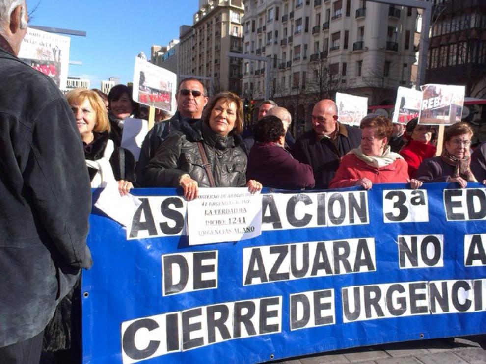 Los más mayores también se han desplazado hasta la capital para defender el centro de salud de Azuara.