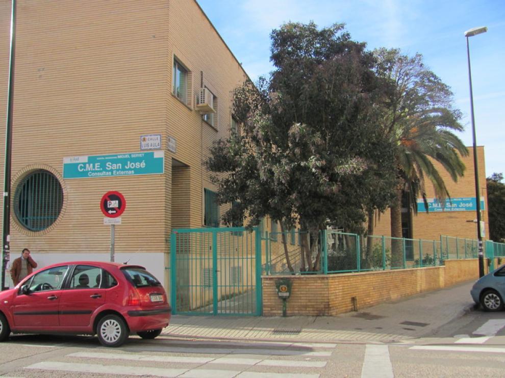 Los vecinos se quejan de las listas de espera del centro de especialidades de San José.