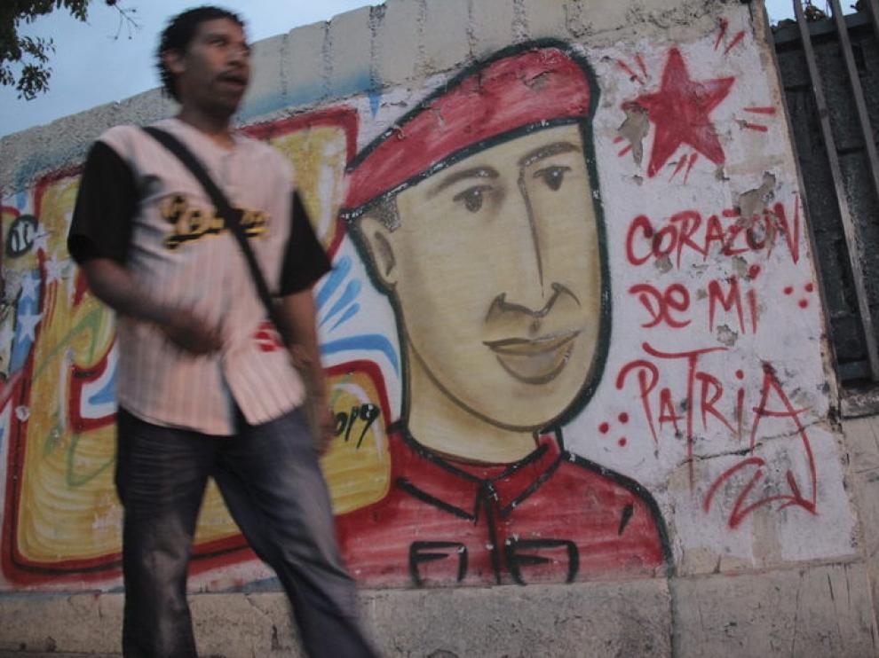 Los venezolanos aguardan noticias sobre Chávez, que ayer cumplió una semana de convalecencia.
