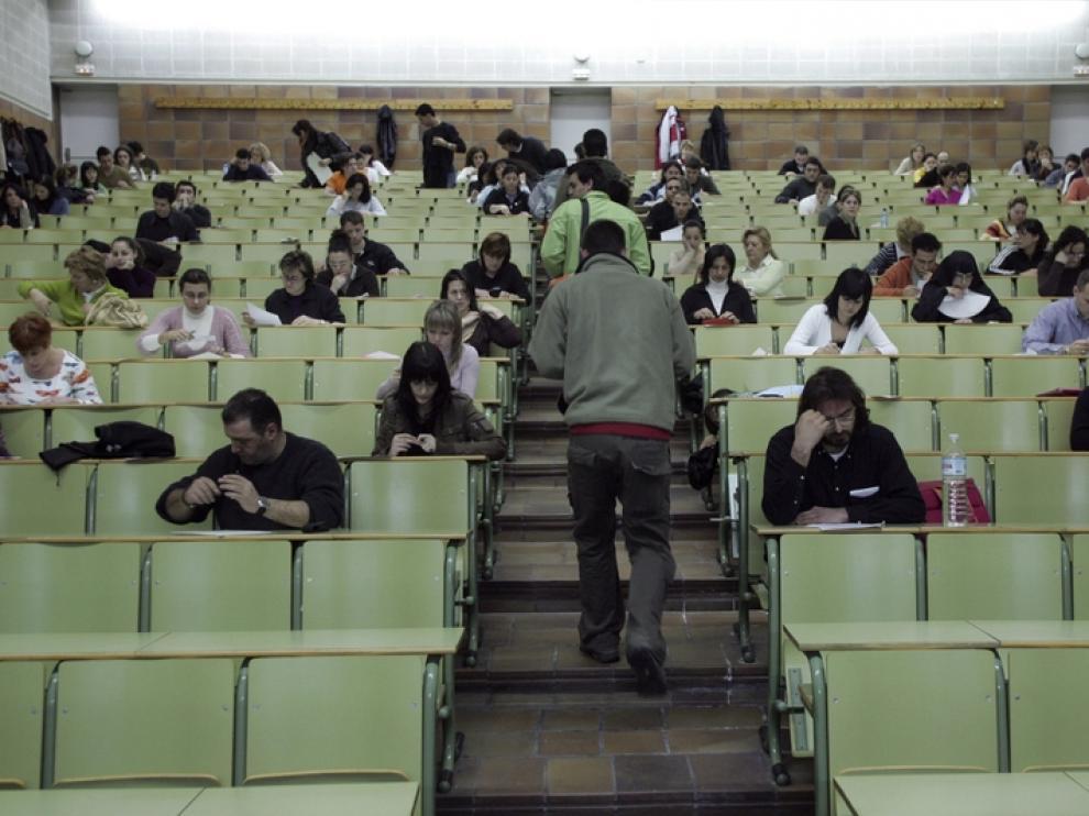 Muchos adultos deciden volver a estudiar cuando se quedan sin empleo