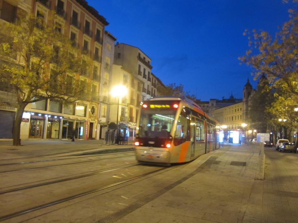 El tranvía ofrecerá un servicio de 24 horas ininterrumpido durante las Fiestas del Pilar
