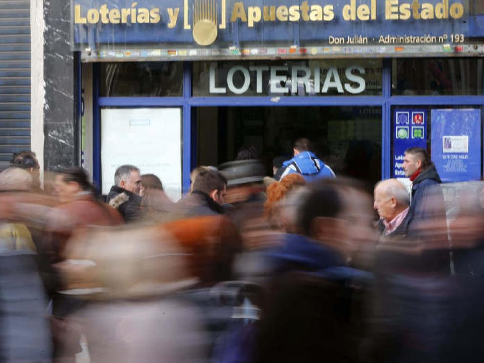 Colas en las administraciones de lotería.