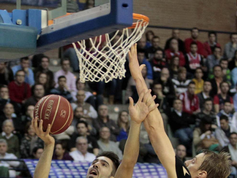 Partido de ida entre el UCAM Murcia y el CAI Zaragoza