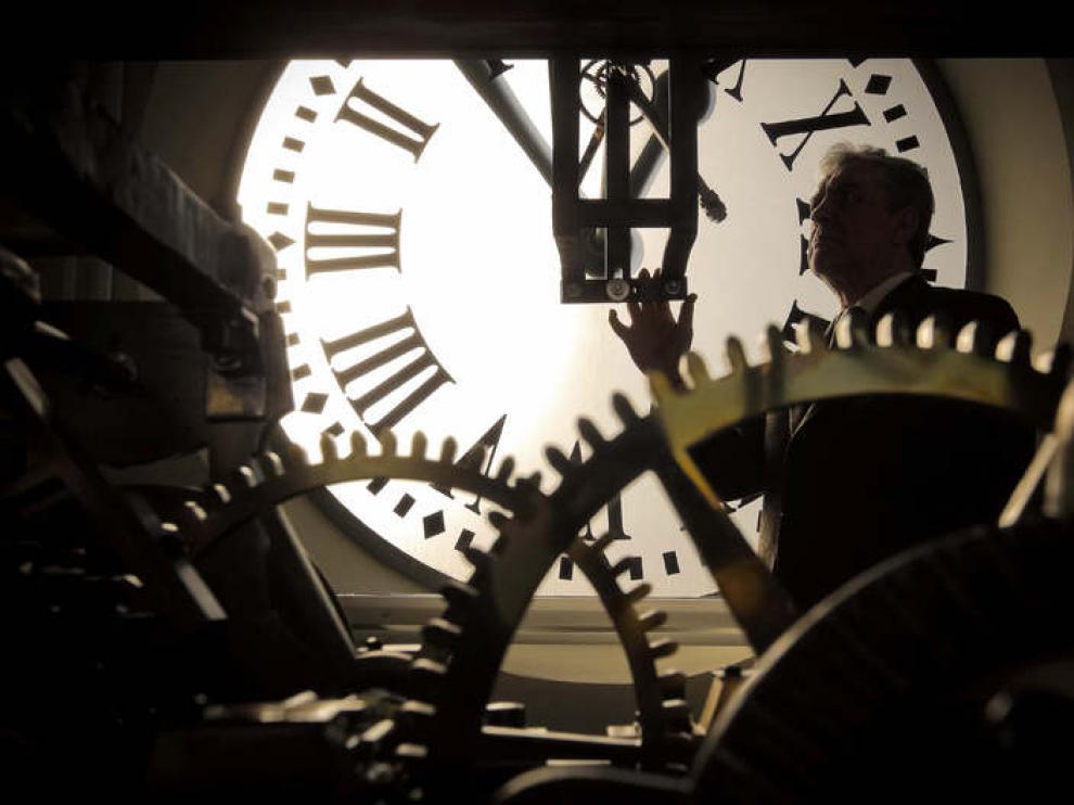 El engranaje interior del reloj de Puerta del Sol