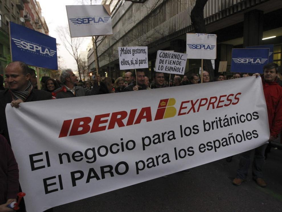 Un momento de la manifestación convocada en Madrid por el futuro de Iberia.