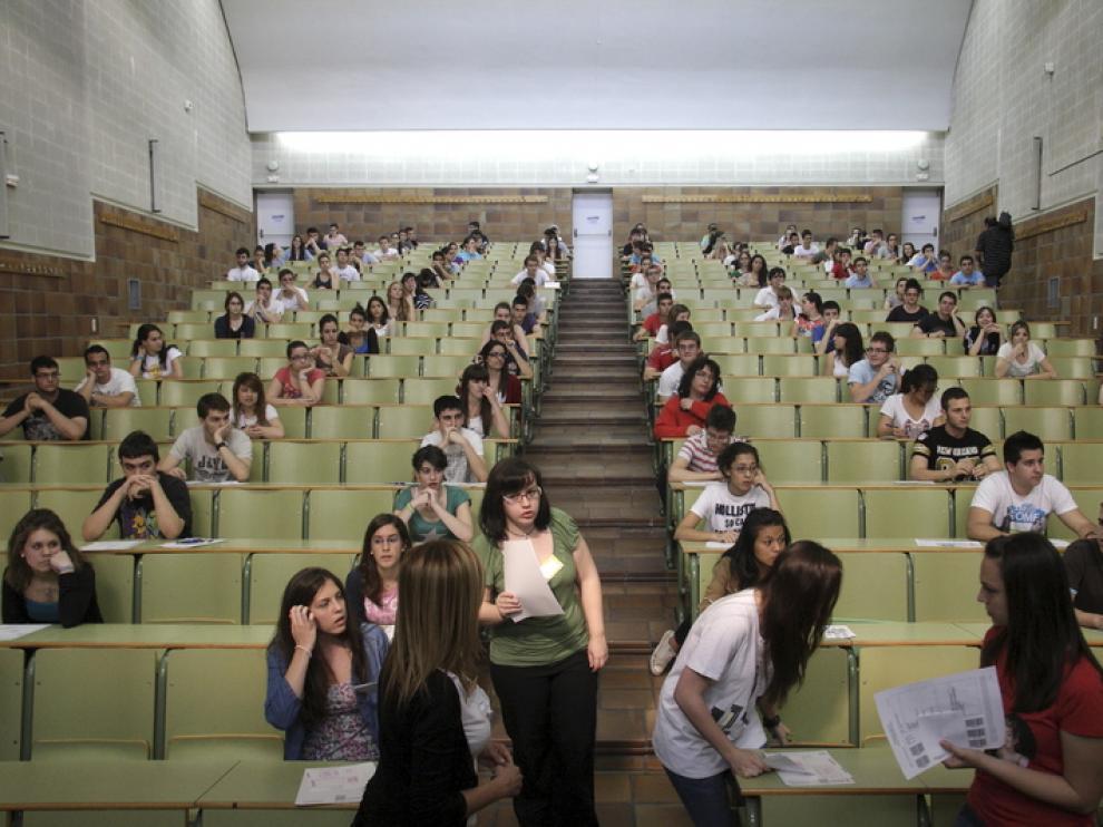 Alumnos aragoneses se examinan de Selectividad
