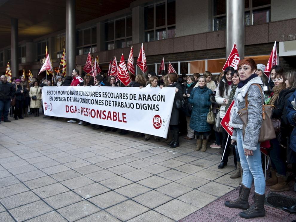 Protesta de monitores de comedores escolares en Zaragoza