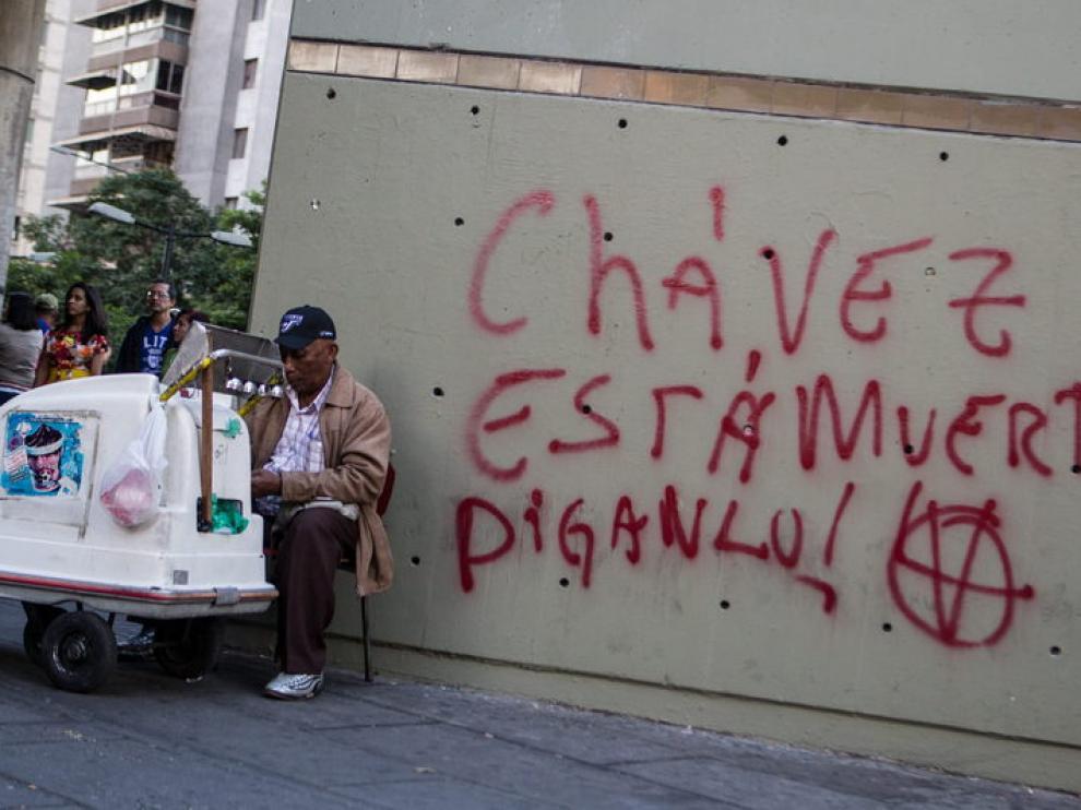 Un grafitti, en Caracas, especula con la muerte del presidente.