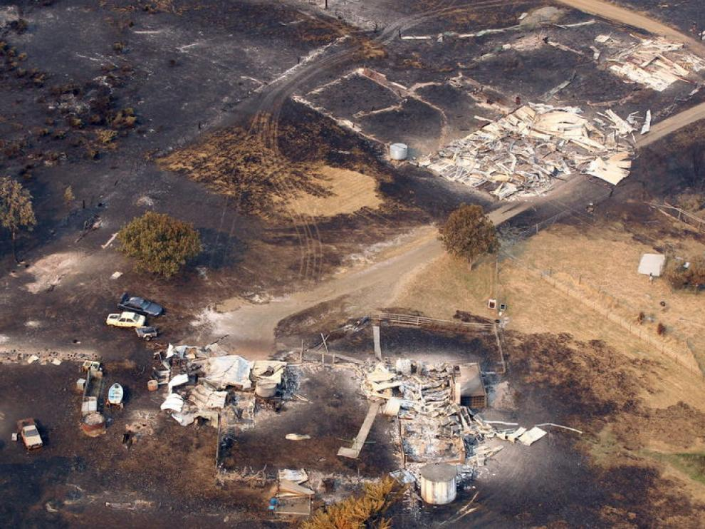Zona afectada por el fuego, que ha calcinado varias casas