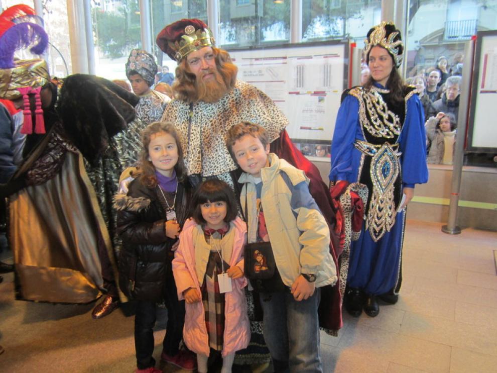 Los Reyes Magos a su llegada a la estación de Goya