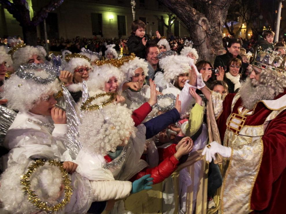 Muchas localidades aragonesas han celebrado este sábado cabalgatas en las que han participado sus magestades de Oriente.