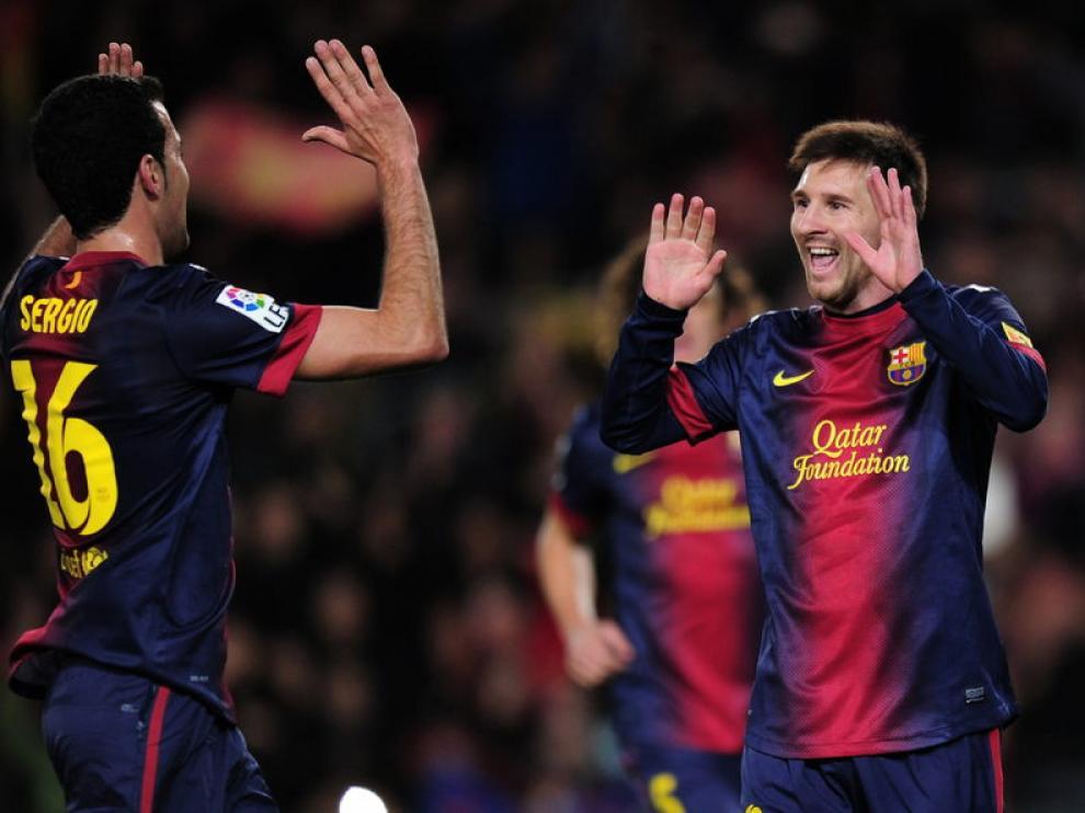 Messi celebra un gol con sus compañeros