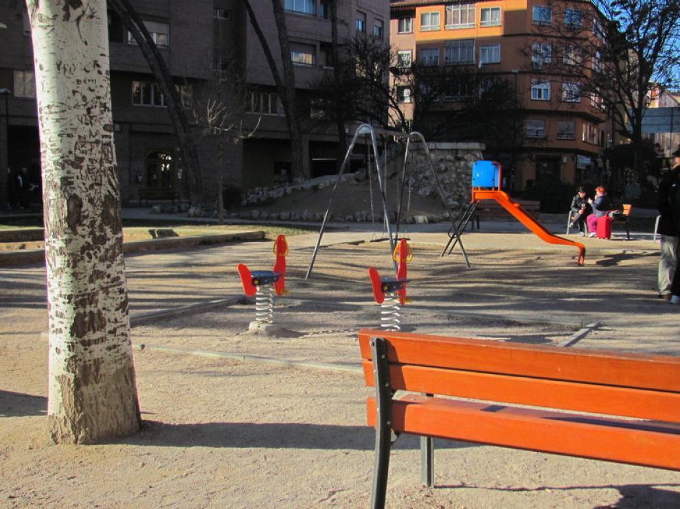 Parque de la plaza Reina Sofía, sin vallar y de arena