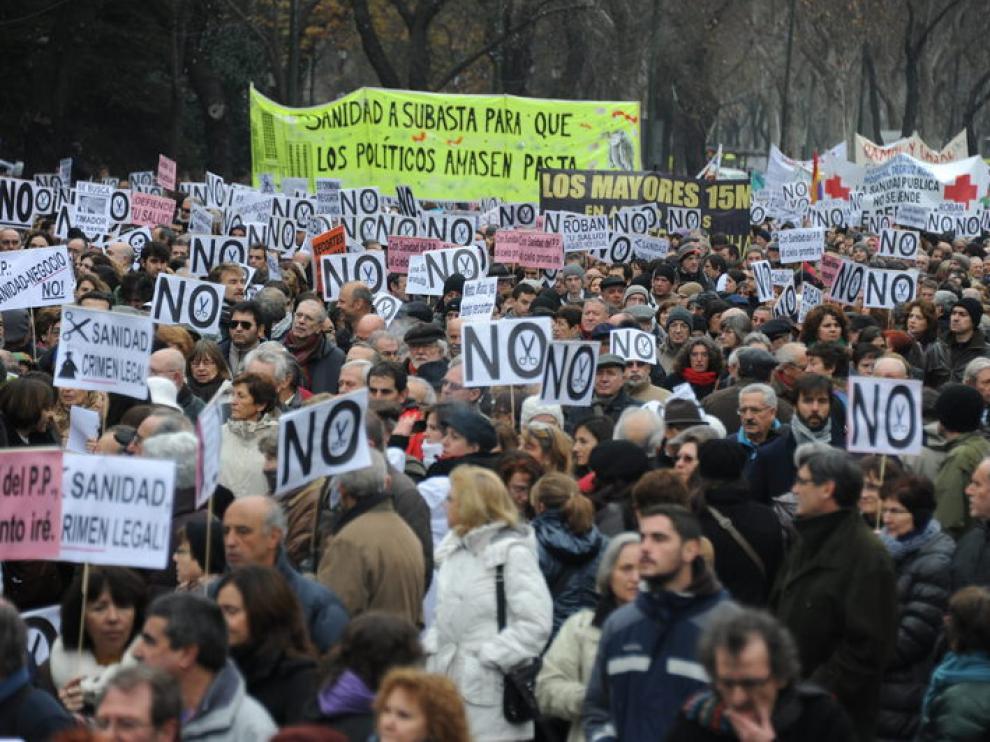 Miles de personas salen a la calle para protestar por la privatización sanitaria en Madrid
