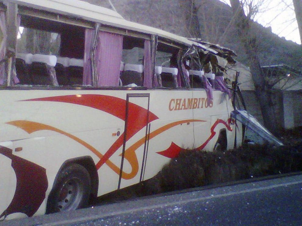 Estado en el que ha quedado el autobús accidentado