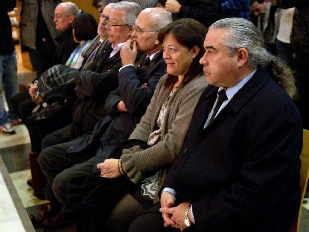 Fidel Pallerols (d), junto al resto de acusados en el caso