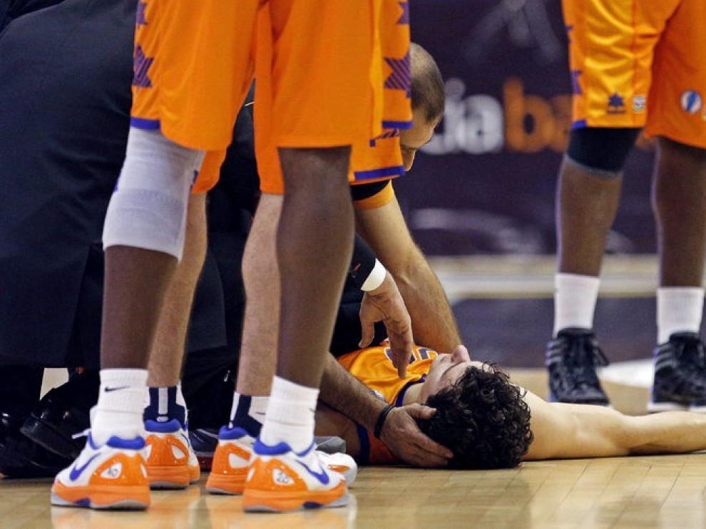 Rodrigo San Miguel, en el suelo, tras el golpe