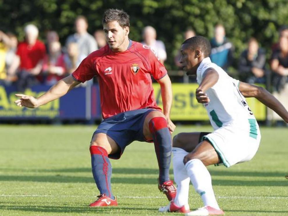 El defensa rojillo se incorpora al SD Huesca hasta julio de 2013