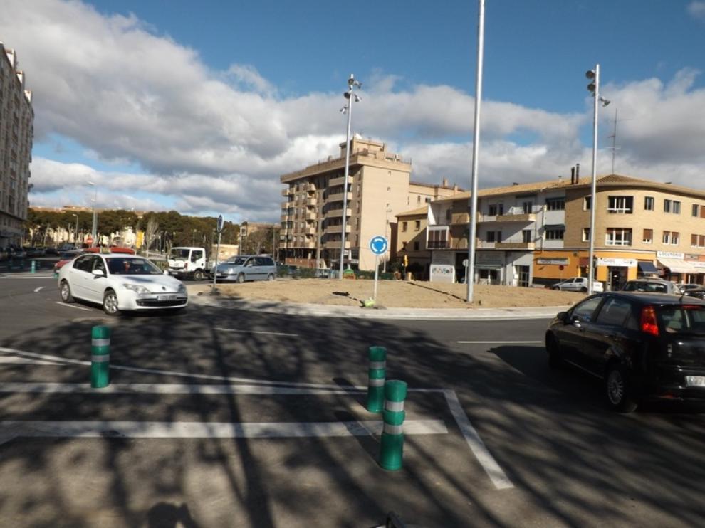Tráfico en la nueva rotonda del Isuela, en Huesca.