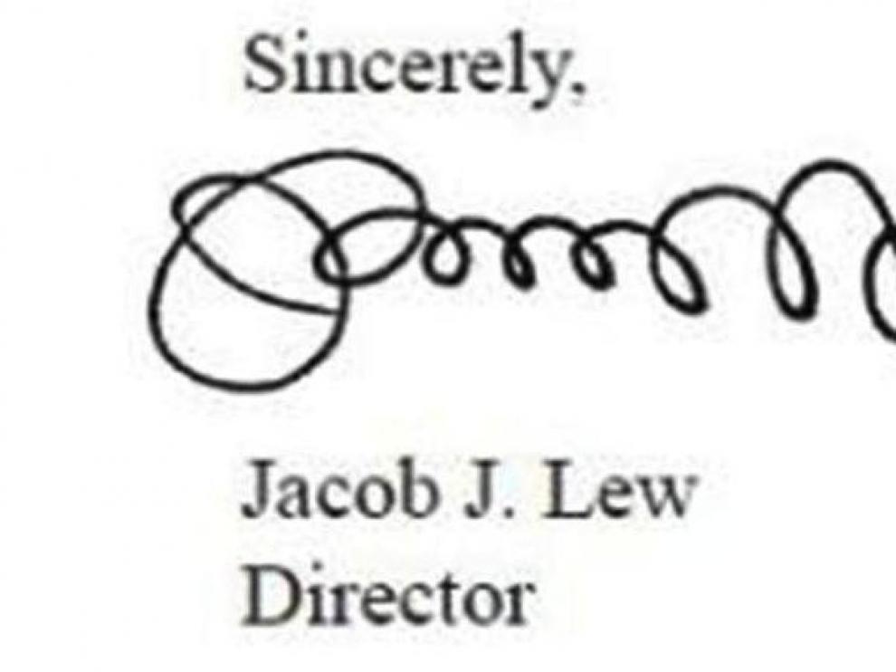 La rara firma de Lew ha provocado bromas en internet