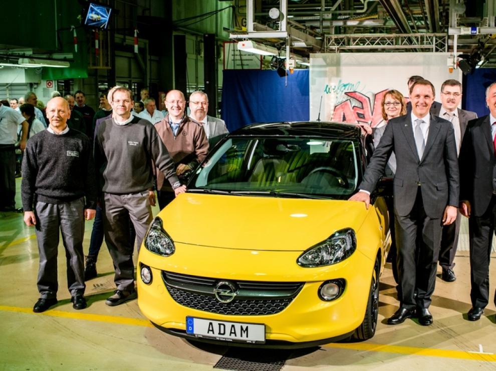 Girsky (segundo por la derecha) en la presentación del nuevo Opel Adam