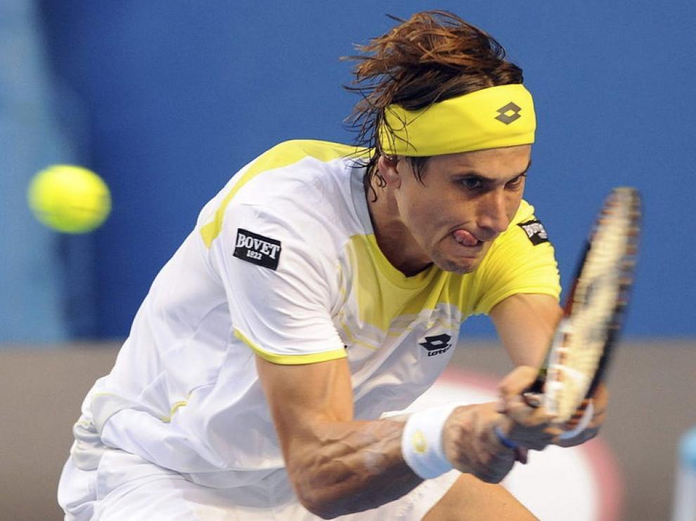 David Ferrer devuelve una bola