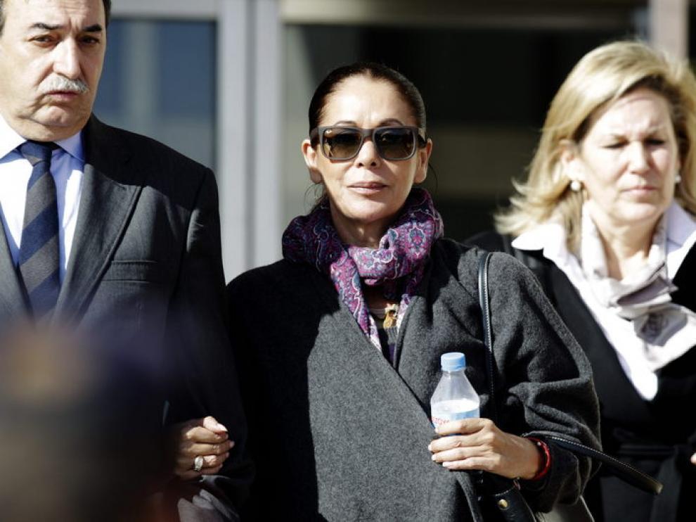 Isabel Pantoja sale de la Audiencia de Málaga