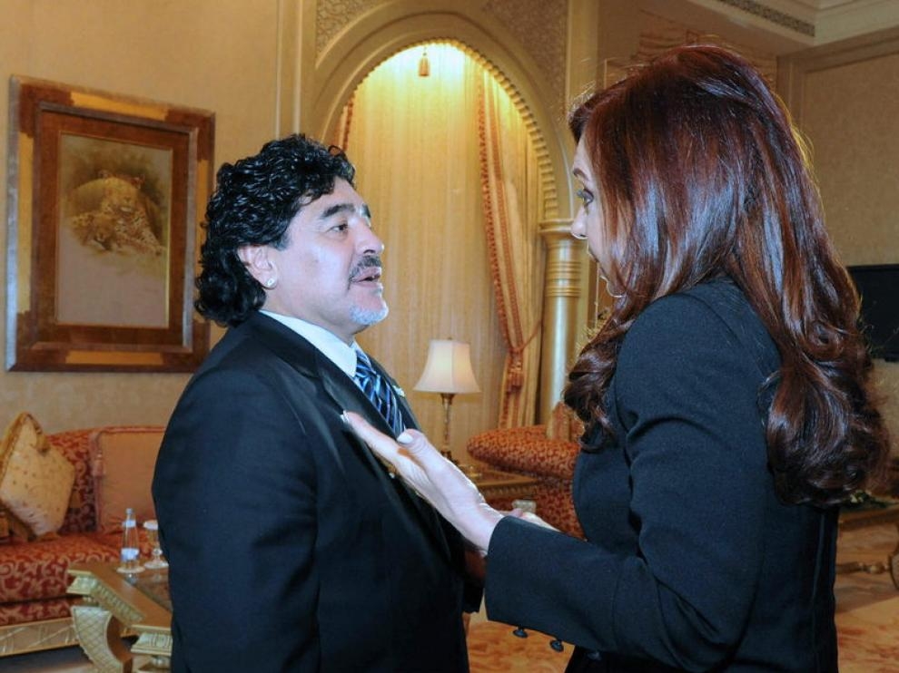 Maradona saluda a Cristina Fernández
