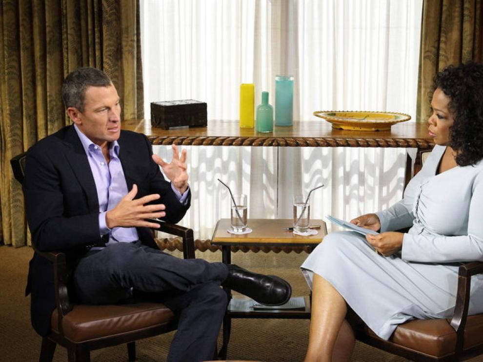 Lance Armstrong confiesa ante la presentadora Oprah Winfrey