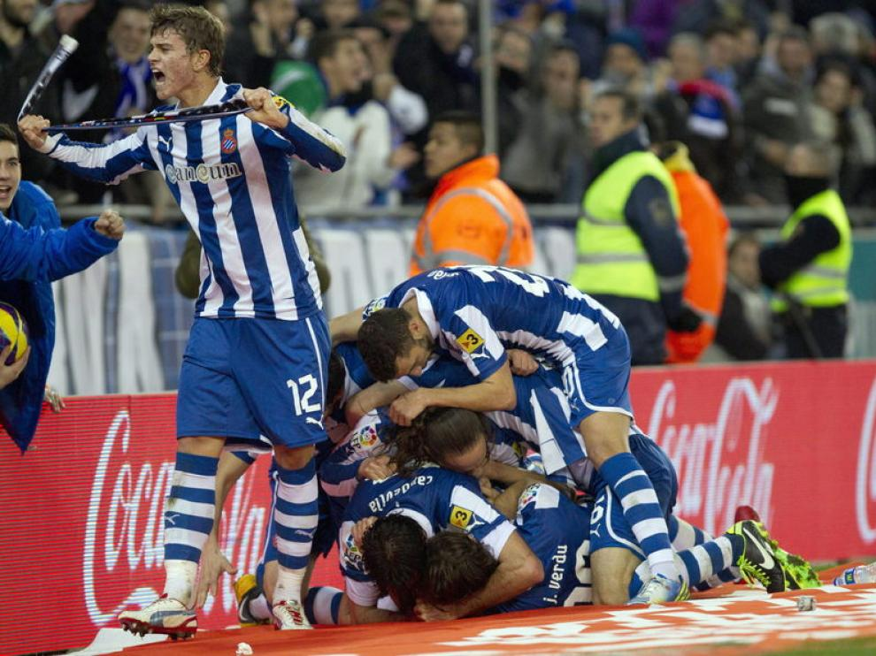 Los jugadores locales celebraron el tercer gol