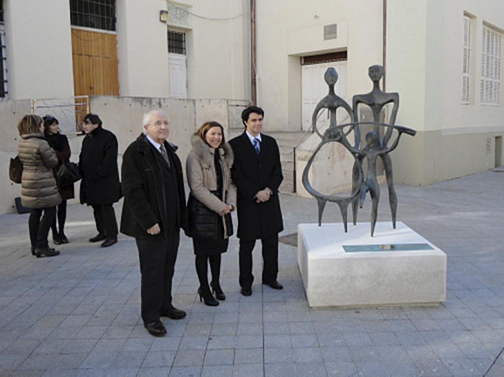 Inauguración de la escultura donada por Jhon Deere en Huesca