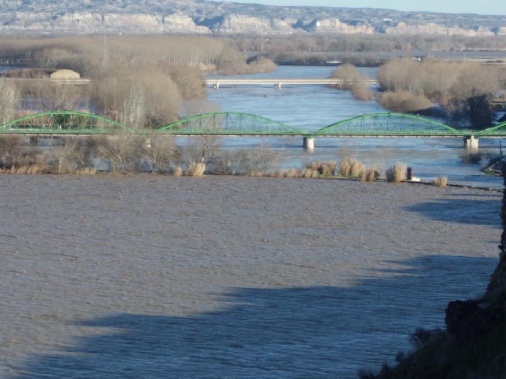 El Ebro, a su paso por Gallur, horas antes de llegar la cresta de la crecida a la localidad.