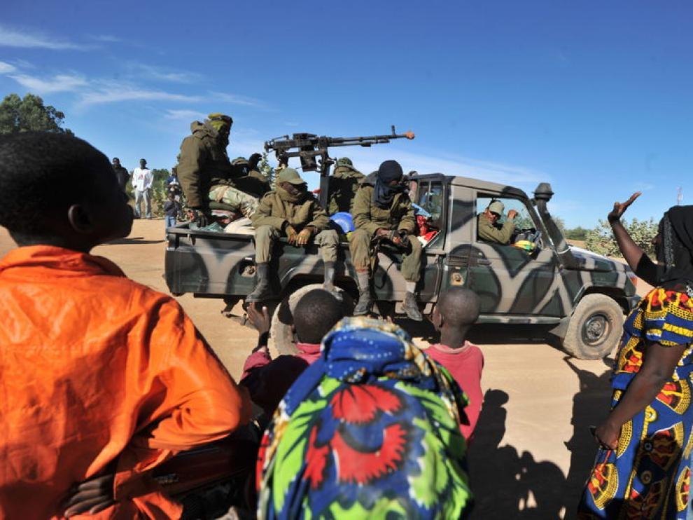 Tropas malienses en la ciudad de Diabali.