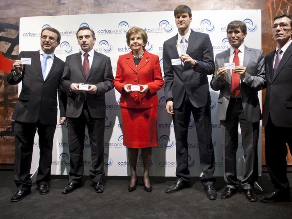 Luis Beamonte, Pilar de Yarza y Leo Franco, en el centro.