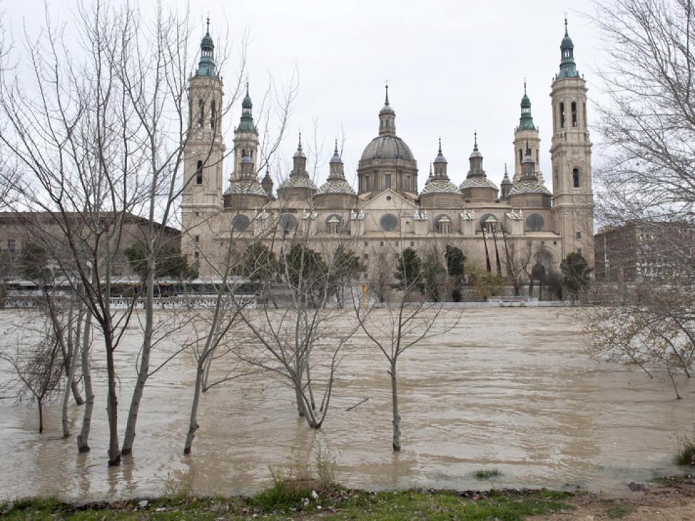 La riada, a su paso por Zaragoza